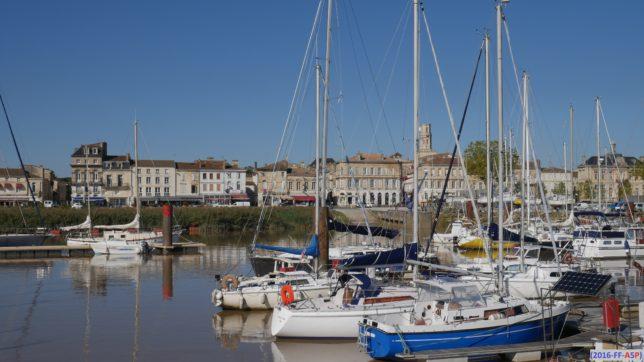 pauillac-port-facades